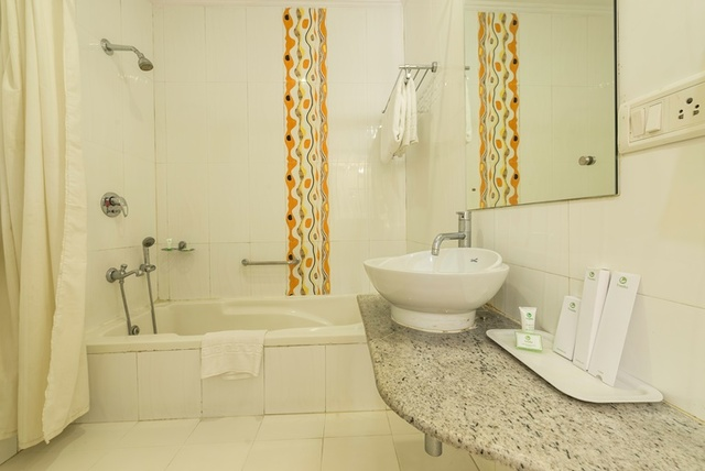 Maple_Bathroom