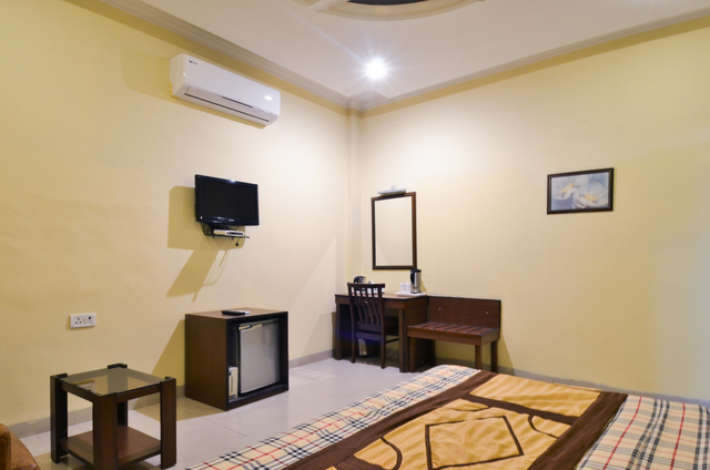 Royal_Executive_Room_(4)