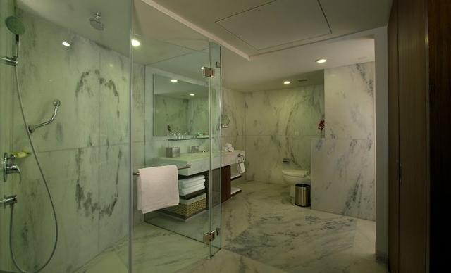 Bathroom_of_One_Bedroom_Apartment