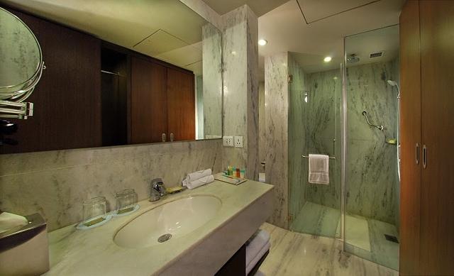 Bathroom_of_Studio_Apartment