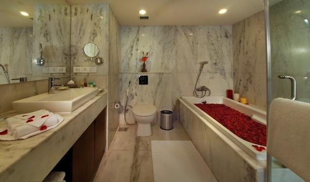 Bathroom_of_Suite