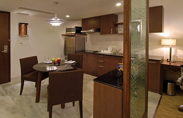 Kitchennete_and_Dining_Area_One_Bedroom_Apartment