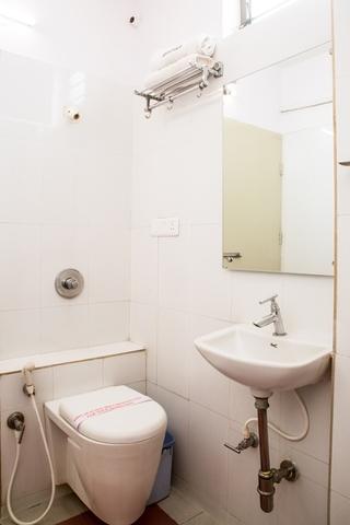 Bathroom_01_(1)