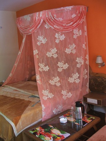 honeymoon_suite_2