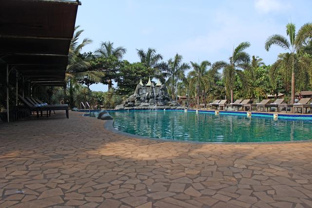 Swimming_Pool_(5)