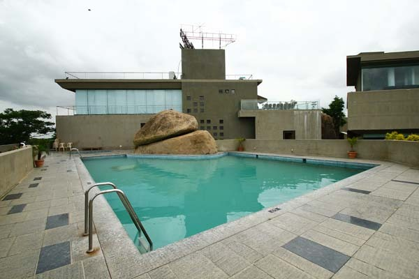 Honey berg resort hyderabad use coupon code hotels get 10 off for Resorts with private swimming pool in hyderabad
