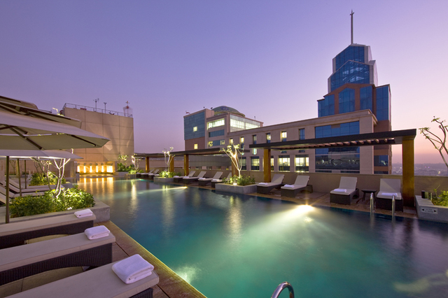 Oakwood_Premier_Prestige_Rooftop_Pool_-_Copy