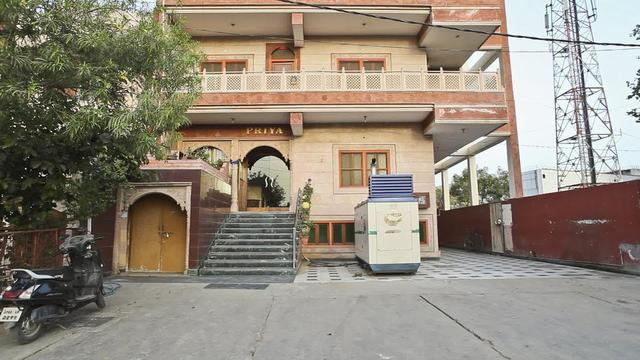 hotel-priya-agra-facade-28650167fs