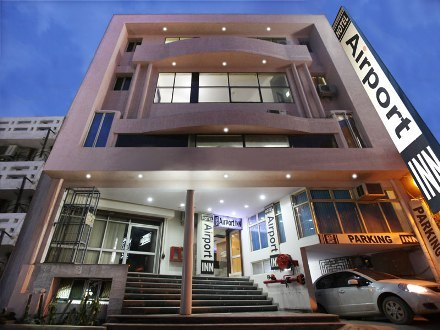 how to get to nichols airport hotel