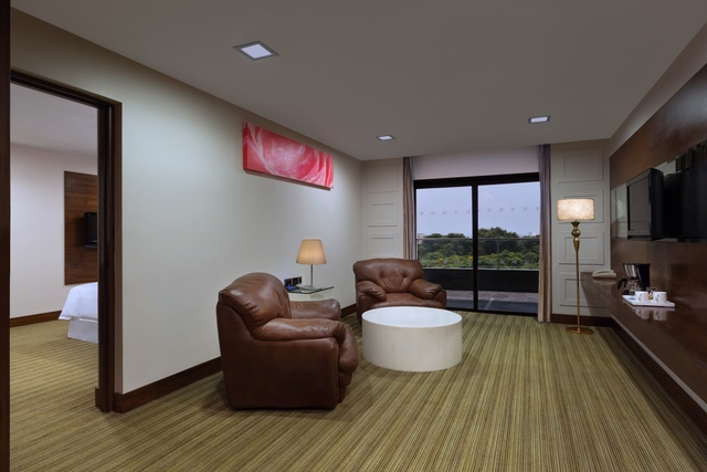 Suite_living_room