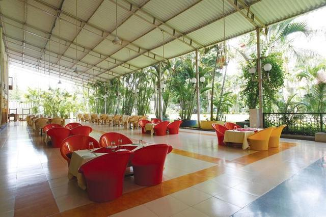 popular-hotels-resorts-yatri-niwas-silvassa-garden-restaurant-41820656fs