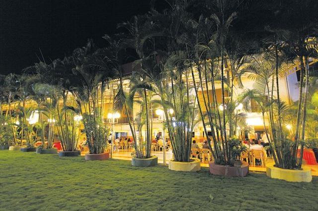 popular-hotels-resorts-yatri-niwas-silvassa-garden-restaurant2-41820639fs