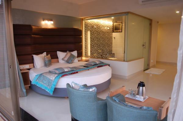 hotelprincesspark-daman-honeymoon-suite-02