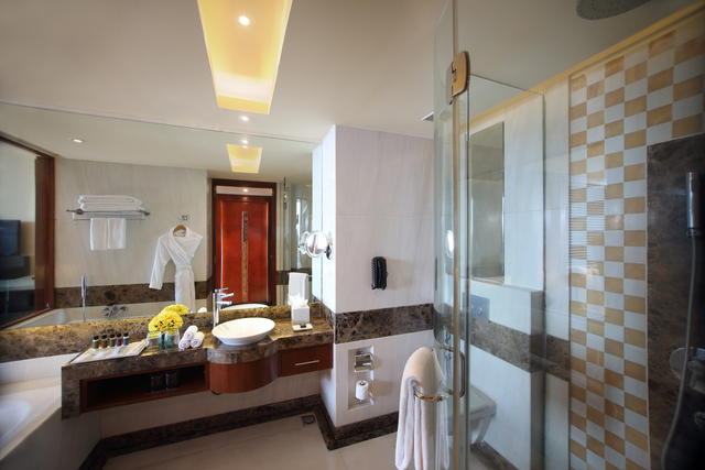 Movenpick_Executice_Club_Room_-_Bathroom