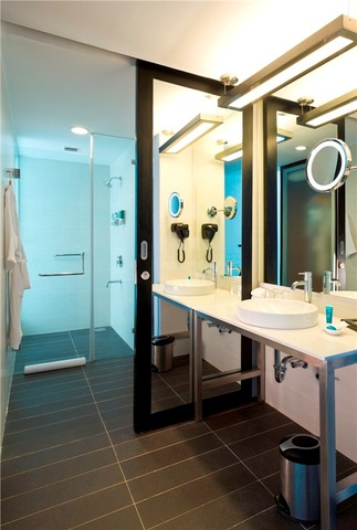 Aloft_room_bathroom