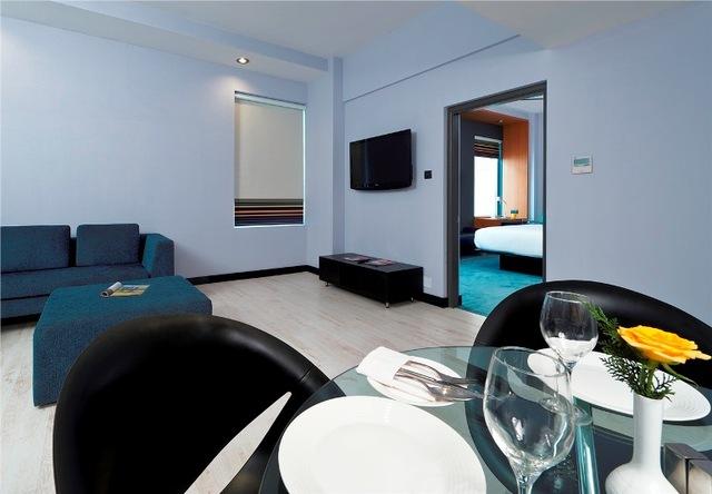 Suite_Living_Room