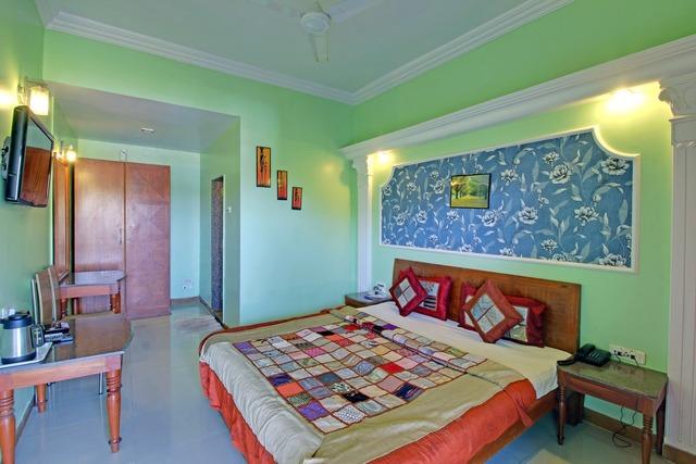 K_Hotel_Aradhana_By_Ashoka_Super_Deluxe_AC_Room_1