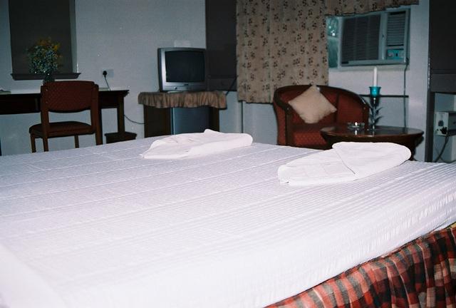 Guest_Room__1__w.JPG