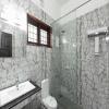 super_deluxe_bathroom_2nd_floor_low_res