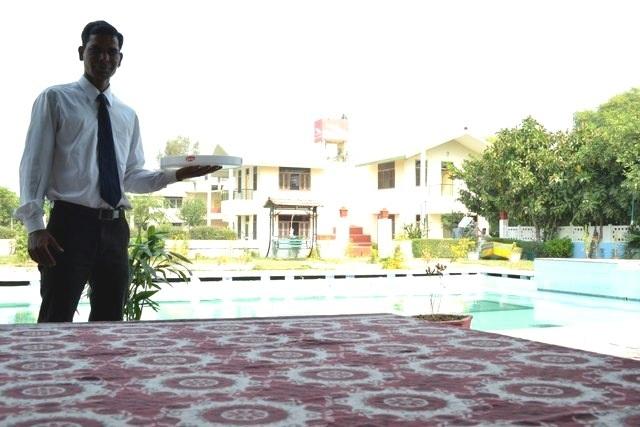 Poolside_restaurant_(2).jpg_swaraj