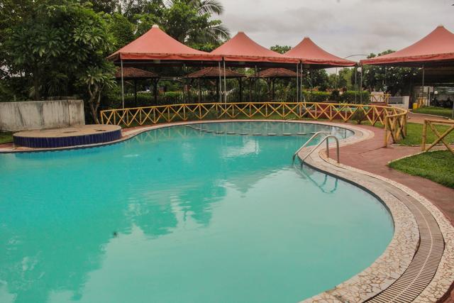 Swimming_Pool_(1)