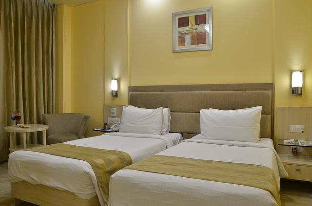 Suite_Bedroom_(1)