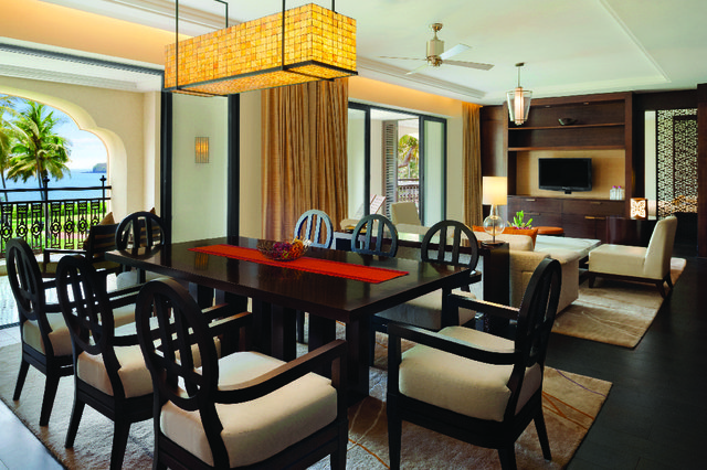 Grand_Executive_Suite_Living_room