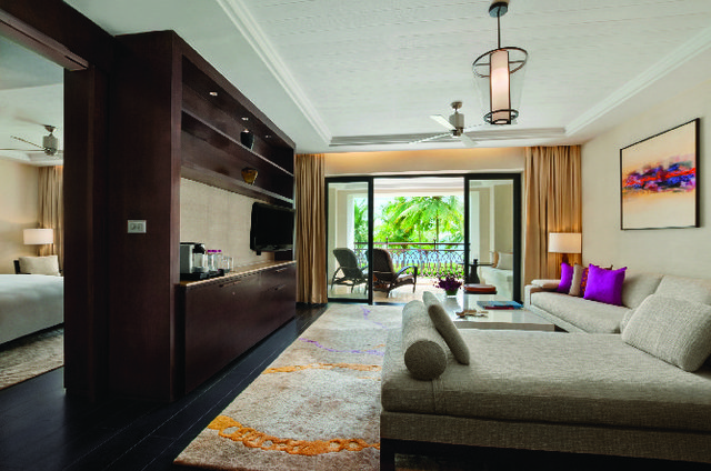 Grand_Suite_Living_room