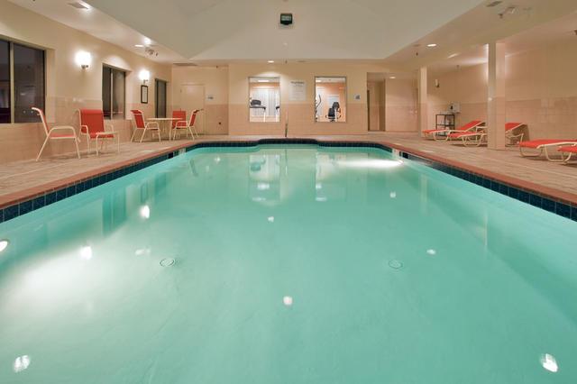 Holiday Inn Express Hotel & Suites Fredericksburg, Fredericksburg ...