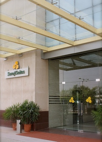 Savoy_Suites_Entrance