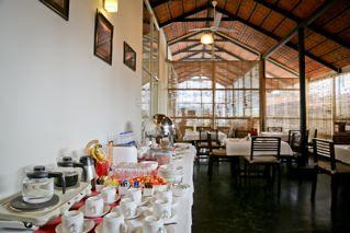 17.Buffet_Breakfast___Cafe_Red