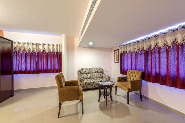 Mahagony_Living_room_2