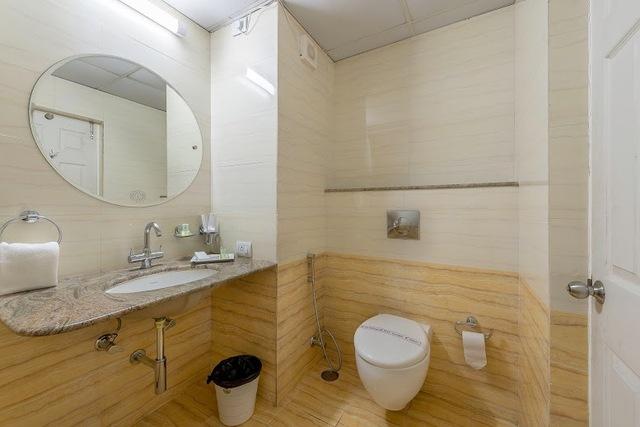 Oak_Maple_Mahagony_Bathroom_2