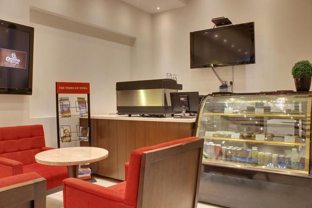 hotel-godwin-deluxe-delhi-coffee-shop-50182723586fs