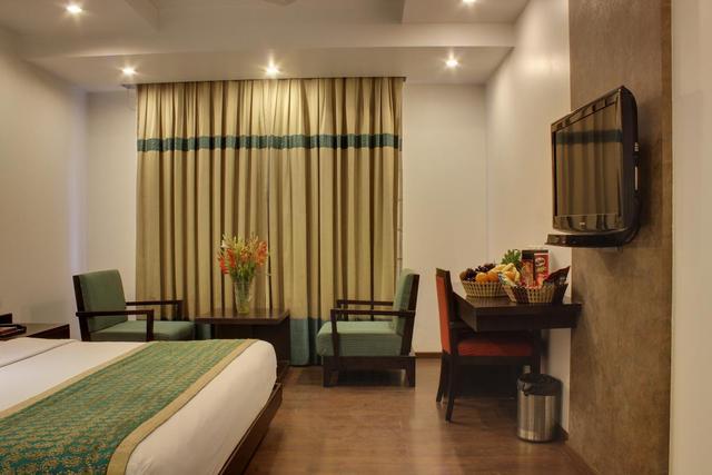 hotel-godwin-deluxe-delhi-executive-room-43012205347fs