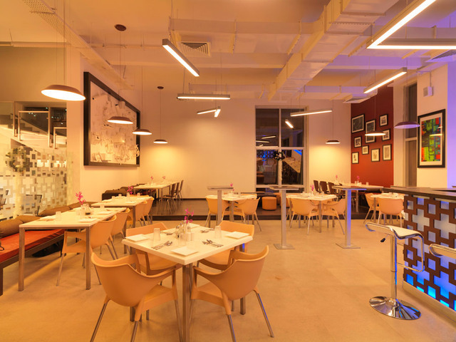 24-tech-hotel-food-court-6-large_w