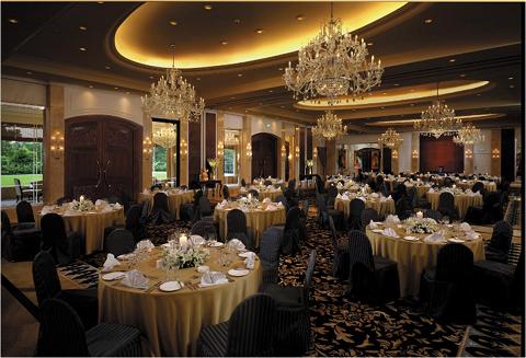 Banquet-Sit_Down_w.png
