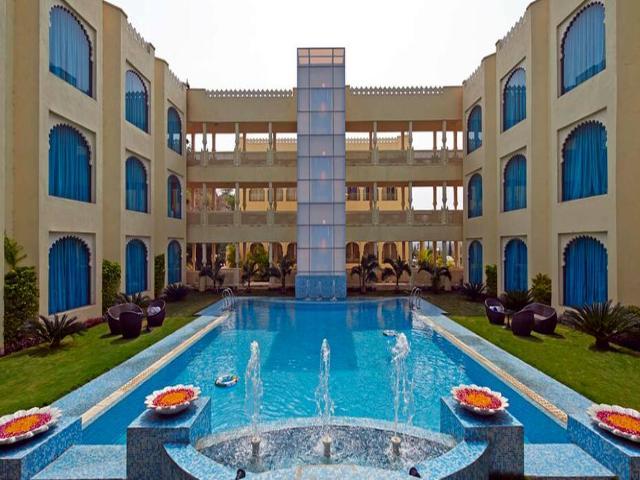 Club mahindra udaipur udaipur room rates reviews deals - Club mahindra kandaghat swimming pool ...