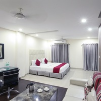 Suite_room_with_King_size_bed