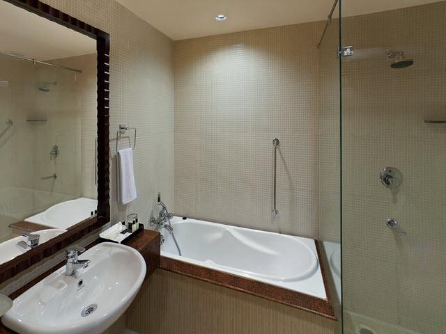Copy_of_Bathroom_Suite_Room