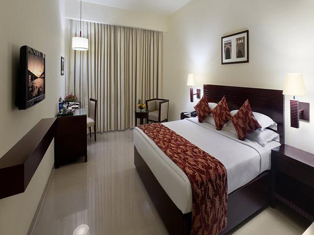 Copy_of_Deluxe_King_Bedroom