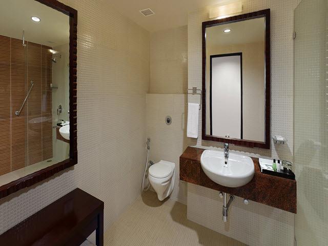 Copy_of_Deluxe_Room_Bathroom