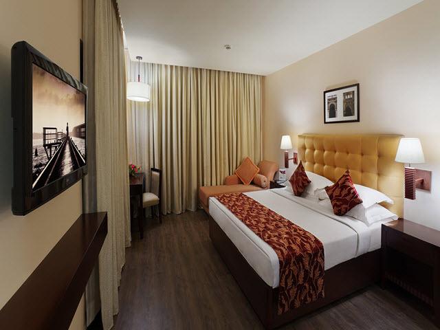 Copy_of_Suite_Bedroom