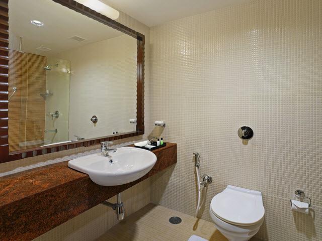 Copy_of_Superior_Room_Bathroom