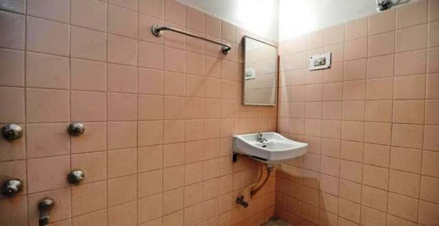 hotel-kamlesh-pune-hotel-kamlesh-201108091758272703_bathroom_deluxe_rooms__1__jpg-pune-112032380907-jpeg-fs