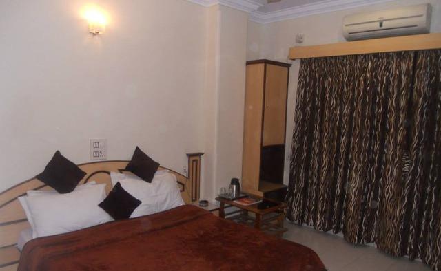 Hotel_Stay_InnSurat_3.jpg