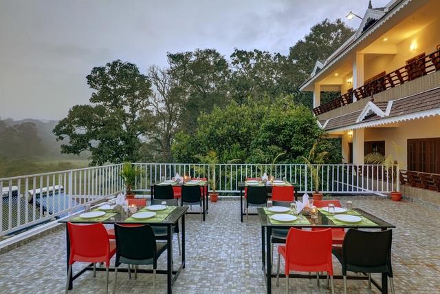 Rooftop_restaurant_view_2