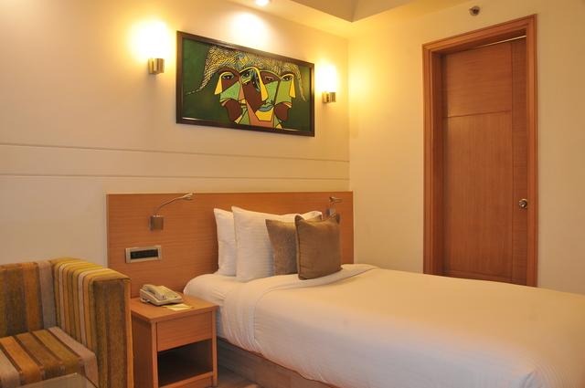 Superior_Room_(1)