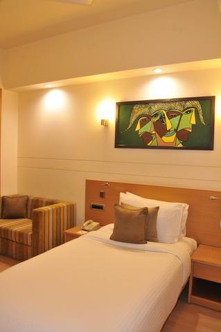 Superior_Room_(2)
