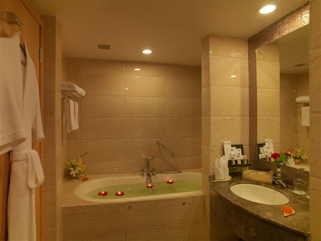 Suite__Bath